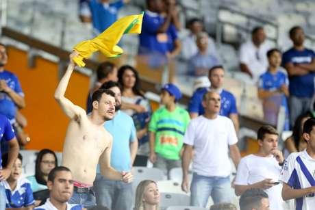 "Ao apito final, torcida do Cruzeiro já se despediu de Luxemburgo: ""adeus, Luxa"""