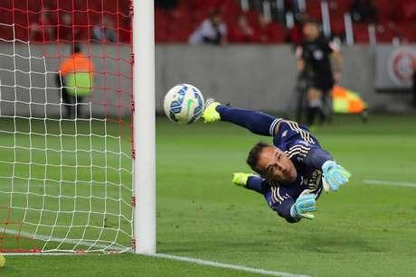 Fernando Prass teve trabalho contra o Inter em Porto Alegre