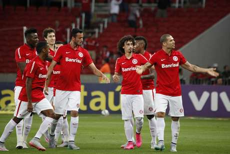 Nilton comemora gol do Inter contra o Palmeiras