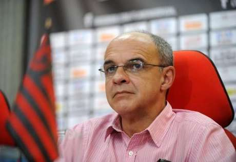 Bandeira de Mello diz que Flamengo usará time alternativo no Estadual 2016