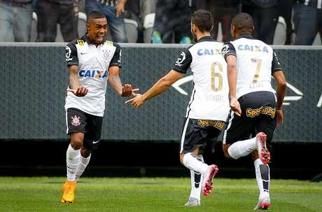 Malcom abre o placar para o Corinthians contra o Joinville