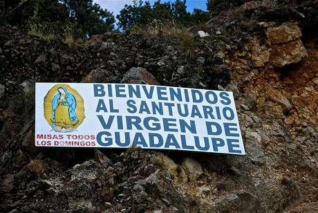 8.- Entrada al santuario de la virgen en Bogotá, Colombia.