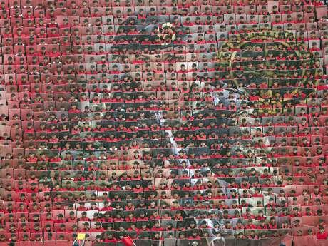Elementos de las fuerzas armadas presentaron imágenes alusivas a su trabajo a través de un mosaico gigante en el Zócalo.