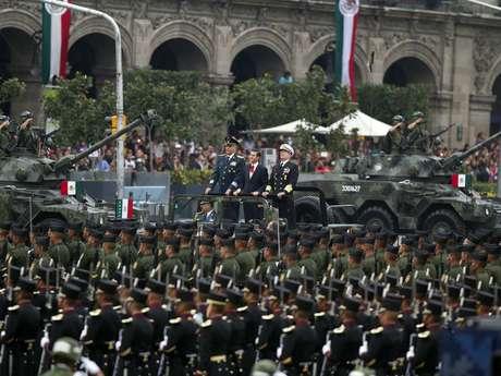 Enrique Peña Nieto, acompañado de los titulares de la Secretaría de la Defensa Nacional y la Secretaría de Marina, dio inicio a la ceremonia.