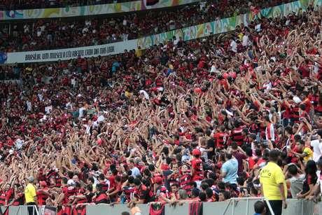 Estádio Mané Garrincha recebeu público pagante de 67.011 pessoas