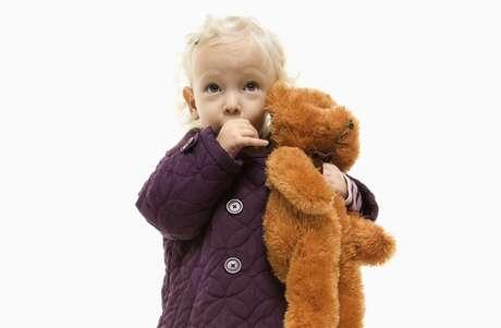 Até os dois anos de idade, é preciso eliminar o hábito de chupar o dedo