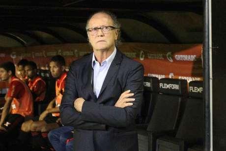 Partida pela Copa Sul-Americana marcou estreia do técnico Paulo Roberto Falcão