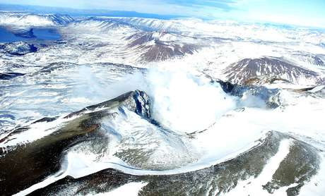 Sernageomin recomienda mantener una zona de exclusión de 2,5 km alrededor del cráter.