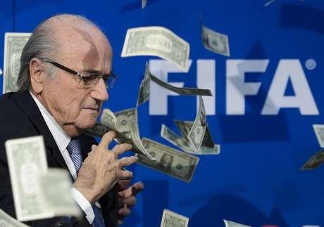 Blatter fue suspendido por 90 días.
