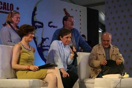 La periodista estuvo acompañada por Denise Dresser, Paloma Saiz, Lorenzo Meyer y Paco Ignacio Taibo II.