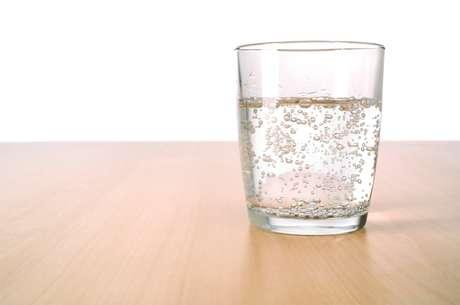 A água gaseificada mantém os mesmos benefícios da natural