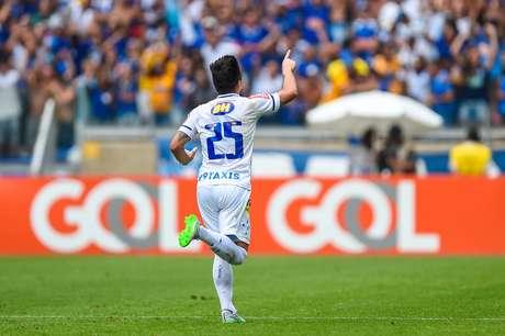Willian comemora um dos dois gols que marcou na vitória sobre o Fluminense