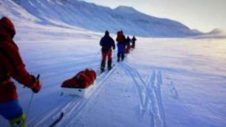 Equipe britânica Ice Warrior pretende viajar de mais de 1.000 km até o lugar mais remoto do mundo