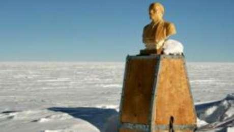 Um busto de Lênin marca o Polo Sul de Inacessibilidade