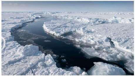 A camada de gelo do Ártico está ficando mais fina e o terreno, mais instável