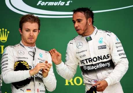 No pódio, Rosberg não quis saber de papo com Hamilton e se disse decepcionado com resultado.