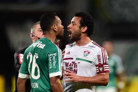 Jackson e Fred batem boca no início da partida