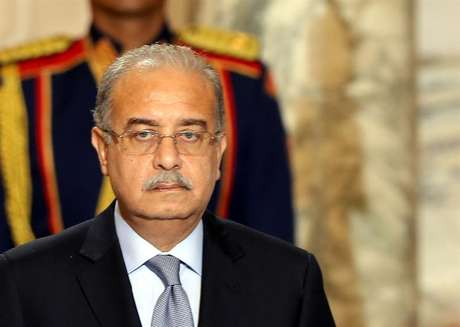 Primeiro-ministro egípcio, Sherif Ismail, formou um comitê de emergência para lidar com a queda de um avião Metrojet Airbus A-321 no deserto do Sinai, no norte do Egito.