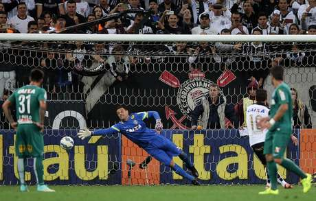 Em cobrança de pênalti, Jadson abriu o placar na Arena Corinthians