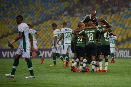 Jogadores do Fluminense comemoram gol de Jean