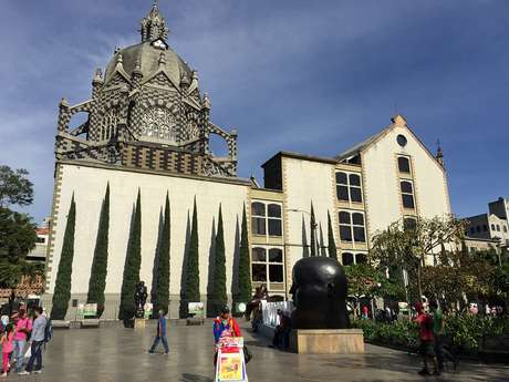La Plaza Botero es uno de los lugares más visitados por los turistas.