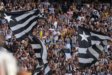 Festa do Botafogo pelo acesso só durou até o apito inicial