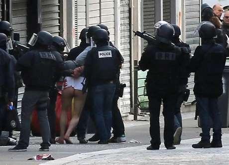 Polícia prende suspeito de participação em ataques terroristas