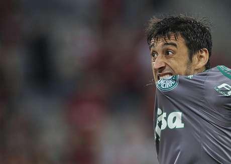 Robinho fez um gol e foi expulso no fim da partida