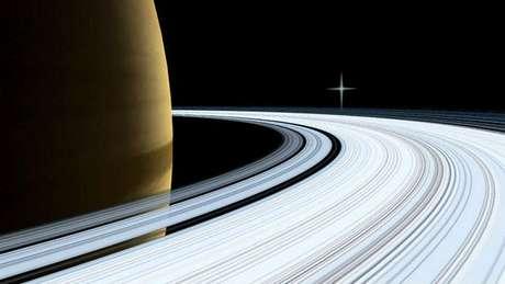 Saturno tem anéis mas, ao contrário de Marte que é rochoso, Saturno é um planeta gasoso