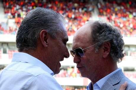 Técnicos Tite e Falcão conversaram bastante antes do jogo