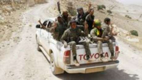 Combatentes curdos também apareceram em imagens com camionetes de fabricação estrangeira