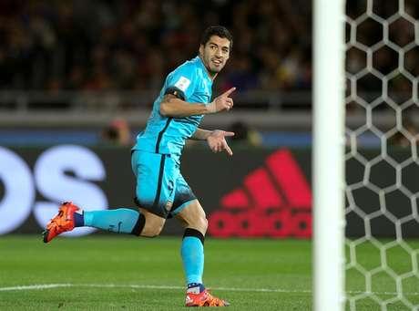 Sem Messi e Neymar em campo, Suárez só não 'fez chover'
