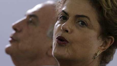 * Dilma termina ano fortalecida contra impeachment, mas enfrenta pedras no sapato.