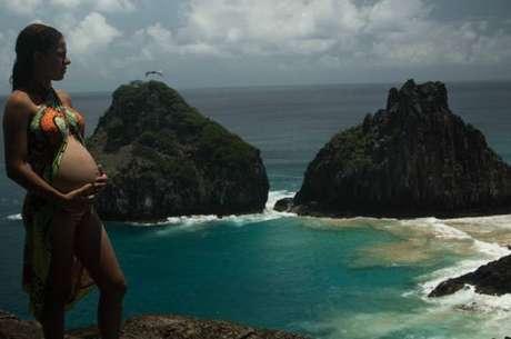 Proibição de partos no arquipélago causa indignação em moradores; governo estadual diz que faltam recursos, apesar de arrecadação da ilha com turismo