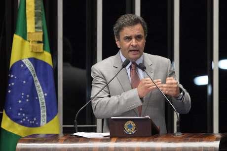 Entregador de dinheiro do doleiro Alberto Youssef afirmou que diretor de empresa levou R$ 300 mil a Aécio