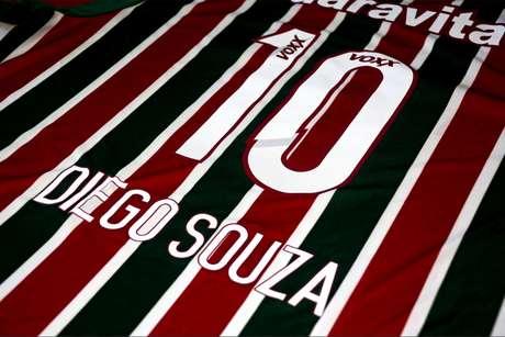 Ronaldinho chega a Orlando e manda recado para a torcida do Fluminense