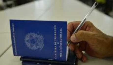 A taxa de desocupação registrada no Brasil subiu para 9% no trimestre encerrado em outubro