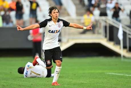 O paraguaio Ángel Romero, jogador do Corinthians, comemora seu gol durante partida contra o XV de Piracicaba, válida pela primeira rodada da primeira fase do Campeonato Paulista 2016.