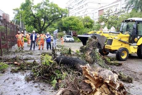 Porto Alegre continua sem previsão para normalizar abastecimento de água
