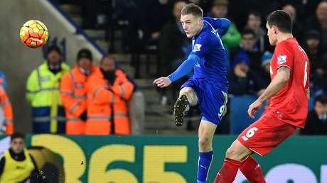 Leicester bate Liverpool e demonstra força na liderança do Inglês