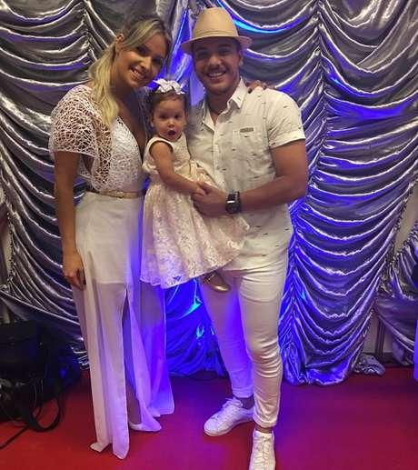 Não é o dinheiro que faz a cabeça de Wesley Safadão, mas sim a sua família: o amor da esposa, a modelo Thyane Dantas, e dos filhos, Yhudy e Ysis