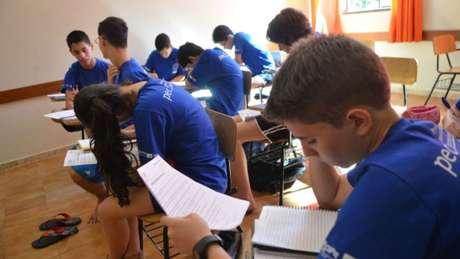 Estudantes treinando para Olimpíada de Matemática, em foto de arquivo; desempenho geral do país ainda é muito inferior ao considerado ideal