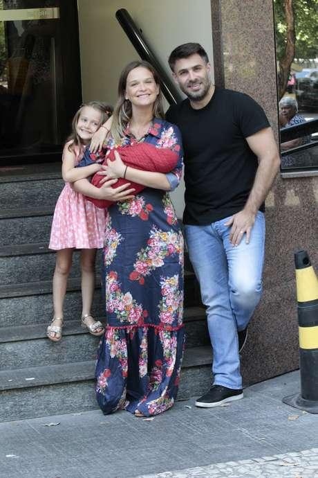 A atriz Fernanda Rodrigues com a família