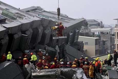 Terremoto de 6,4 graus de magnitude em Taiwan deixa mortos e feridos