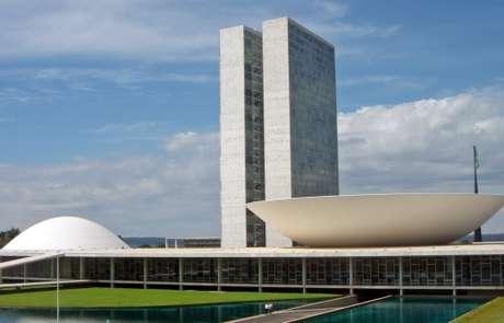 STF manda investigar ministros, 24 senadores e 42 deputados