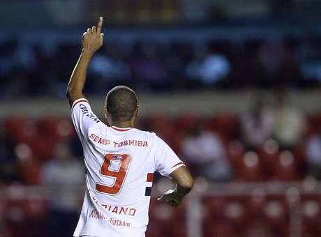Luís Fabiano comemora gol no Morumbi Foto: Ricardo Matsukawa / Terra