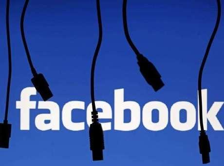 O Facebook e outras redes sociais são espaços para a conexão entre amigos e pessoas que não se conhecem Foto: Dado Ruvic / Reuters