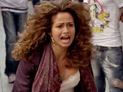 Morena (Nanda Costa) voltará ao Brasil porque Lívia (Claudia Raia) tentará abafar uma investigação Foto: TV Globo / Divulgação