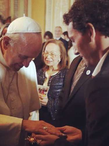 Meio-campista Elano tem encontro com o Papa Francisco
