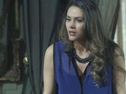 Leila (Fernanda Machado) quer dar o golpe em Natasha (Sophia Abrahão) Foto: TV Globo / Divulgação